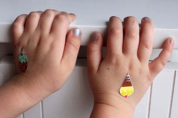 2 sticker hands