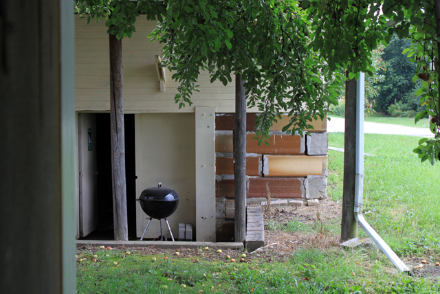 charcoal grill apple tree gutter