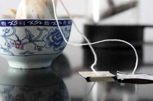tea bags reflect stove blue tea bowls