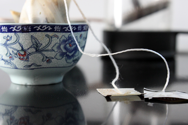 tea bags reflect stove blue tea bowls