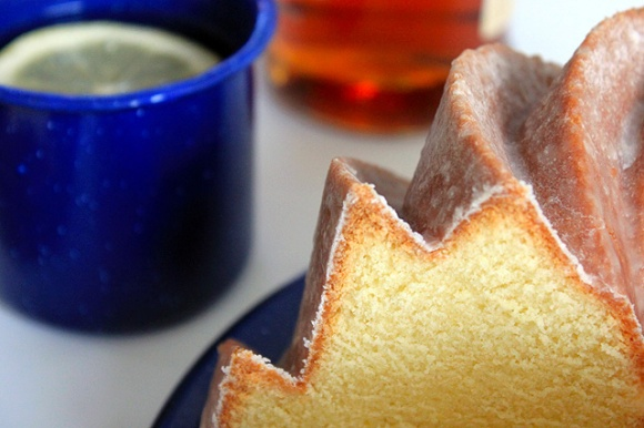 1 close up slice glazed hot toddy bundt