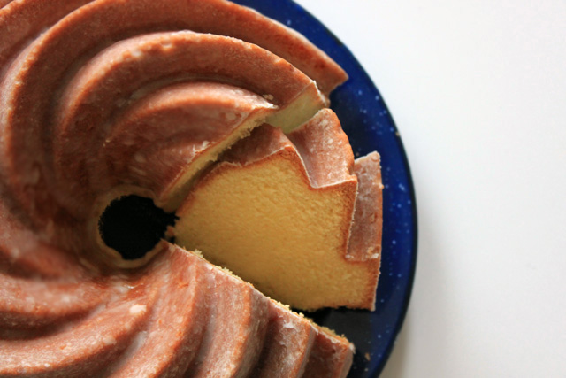 hot toddy lemon bundt sliced