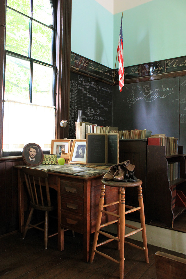 1 collins schoolhouse teacher desk