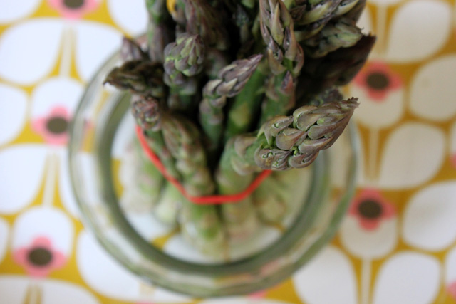 4 rubber banded asparagus