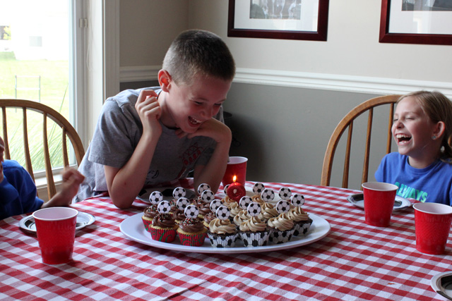 9 soccer ball cupcakes blow out candle