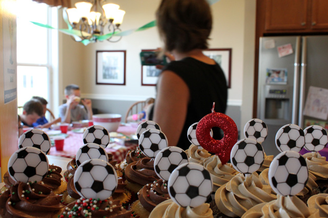9 soccer ball cupcakes