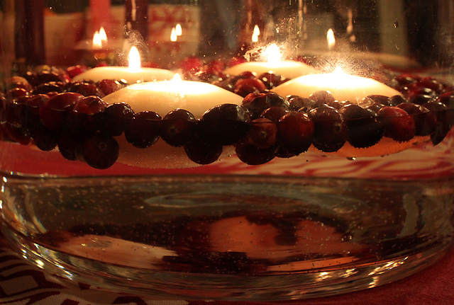 4 floating candles cranberries