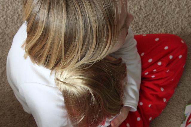 7 hugging isabelle